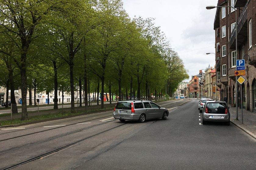 Bilisterna som kommer körande på Nya Allén, i höjd med Järntorget, och ska österut mot Hagakyrkan får samsas i ett körfält från Järntorget till korsningen Parkgatan/Viktoriagatan.