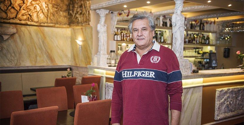 Zoran Ostovic måste bygga om utserveringen om han ska kunna välkomna gäster där i vinter.