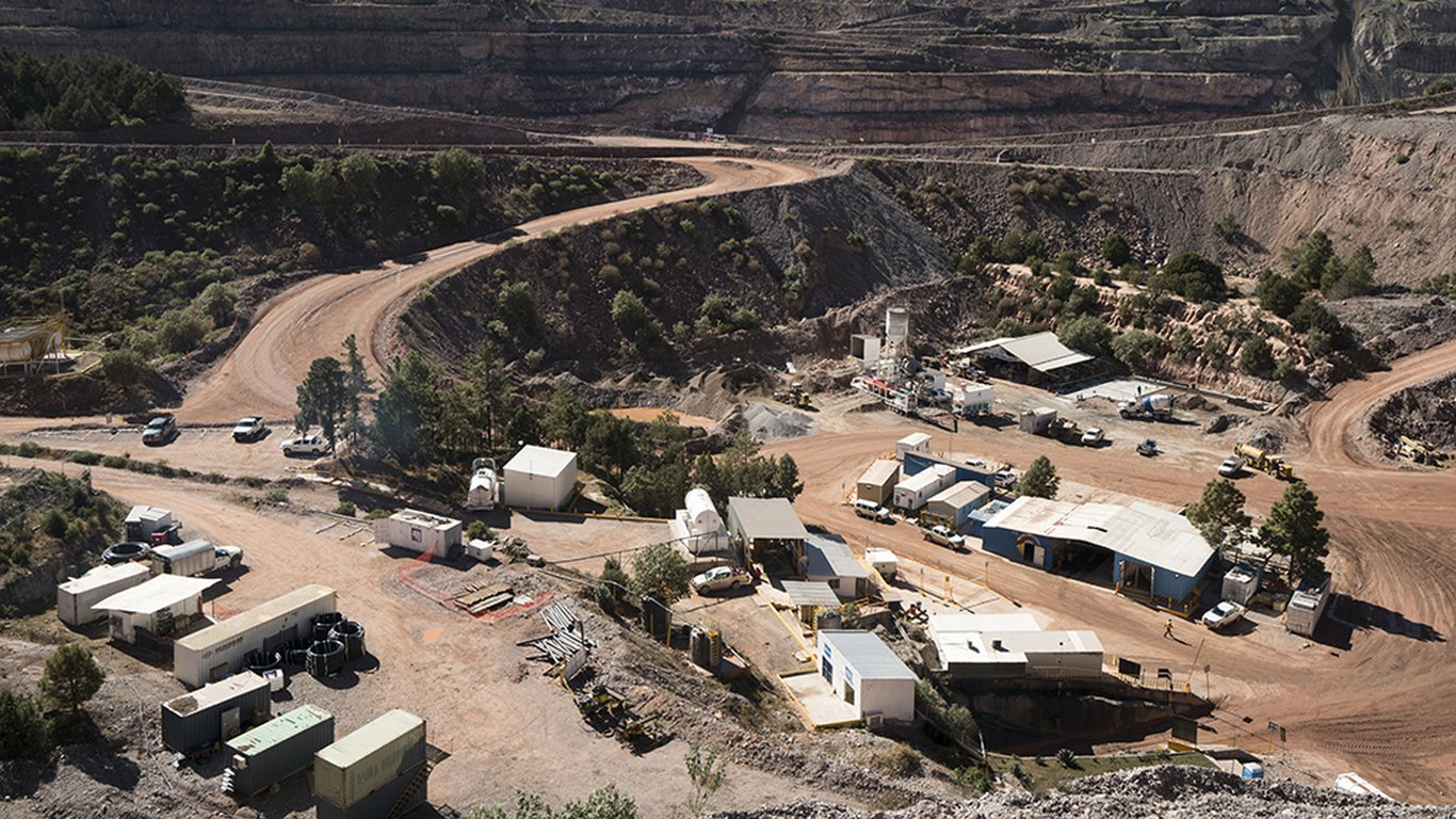 <p>The availability of high-quality ore in the crown pillar at Pinos Altos necessitated the Sandvik DL411 solution.</p>