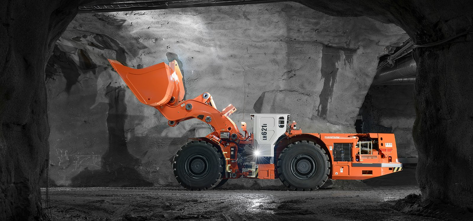 <p>Sandvik LH621i is designed to quickly clear tunnel headings for rapid advance rates.</p>