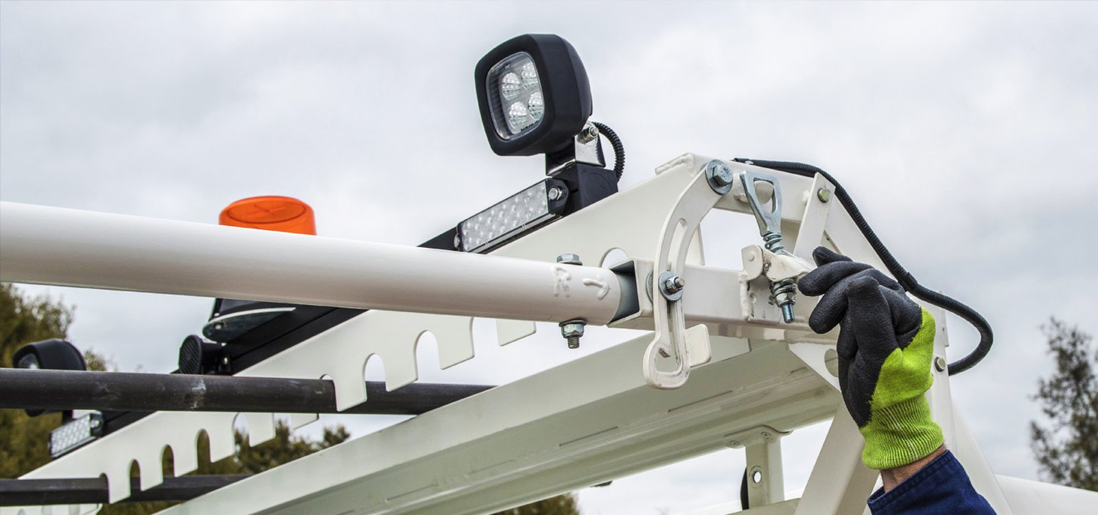 <p>The primary feature is a unique locking mechanism that secures the rod racks to the frame, which is in turn attached to the tray of the service vehicle.</p>