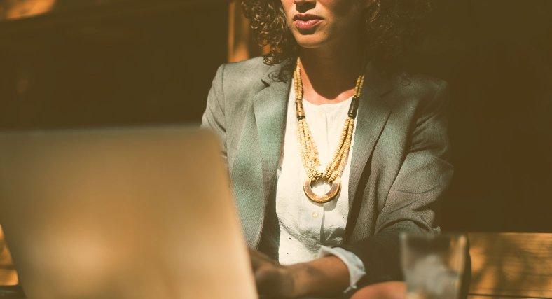 Avstår lön – för att kunna betala sina medarbetare