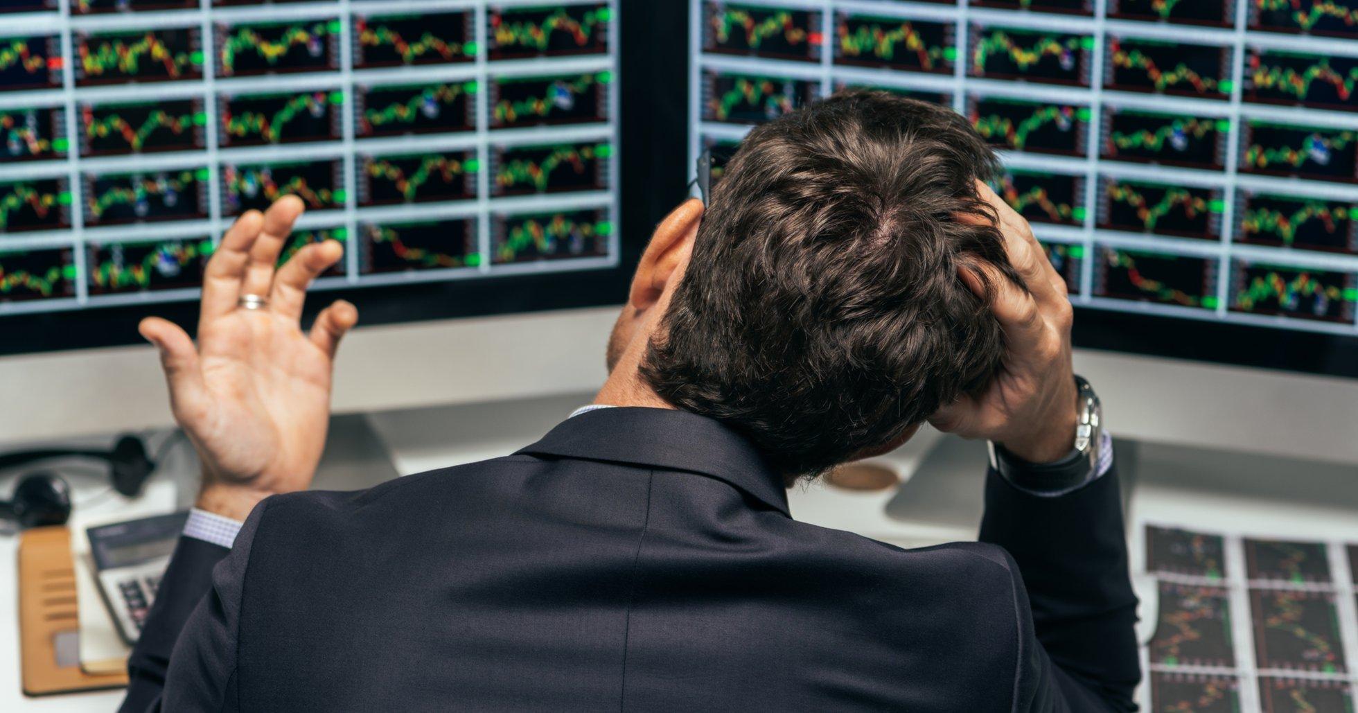 Bitcoinkursen svävar kring 8 000 dollar – handlare oroliga för nytt prisfall.