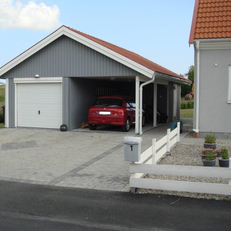 Garage med förråd och carport