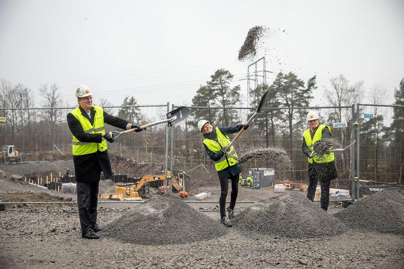 Åke Sundvall och Heba tar spadtag för 199 nya bostäder i Bredäng