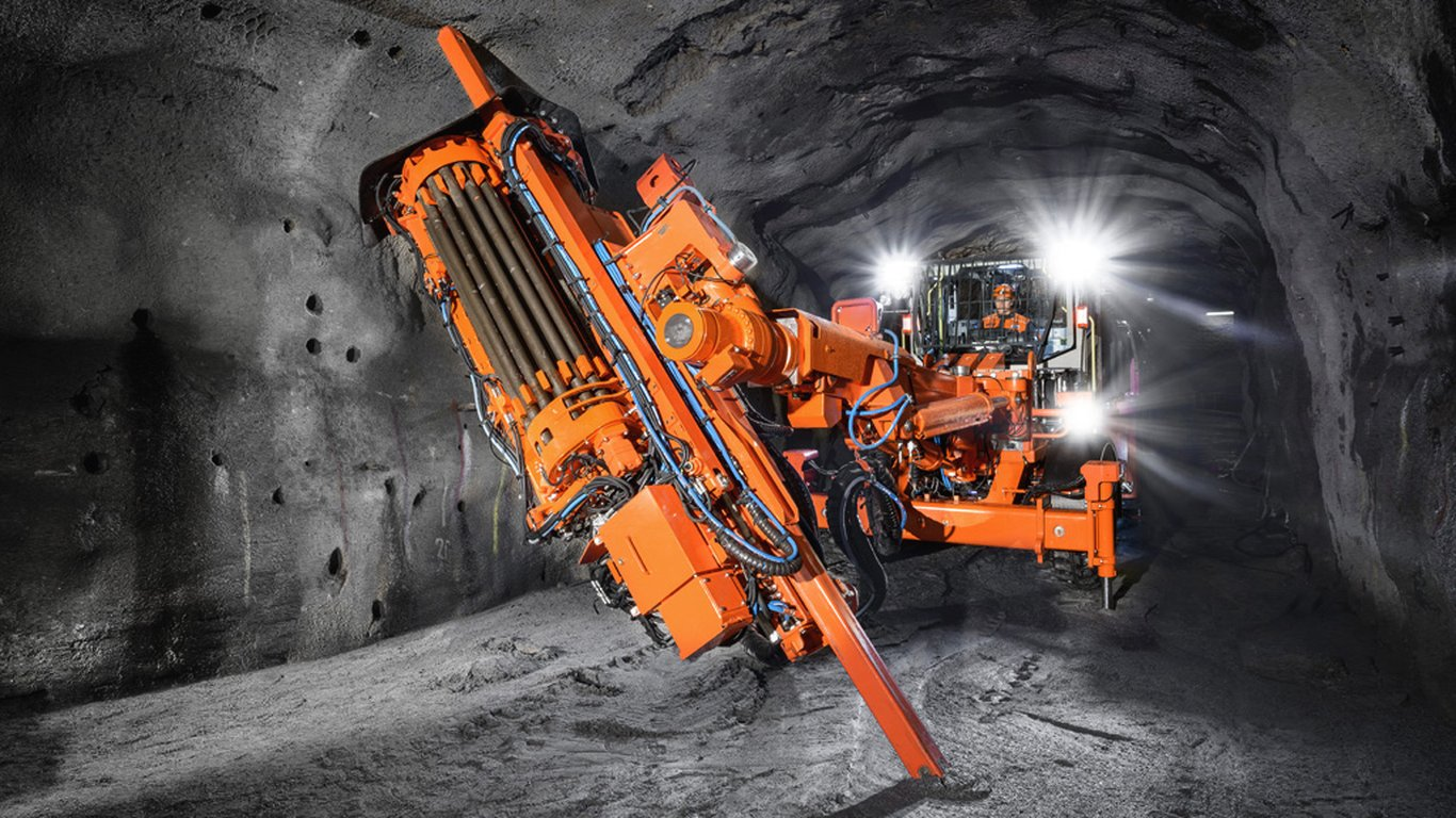 <p>Sandvik DL432i delivers faster and more accurate drilling due to an advanced automation package and intelligent drilling systems.</p>