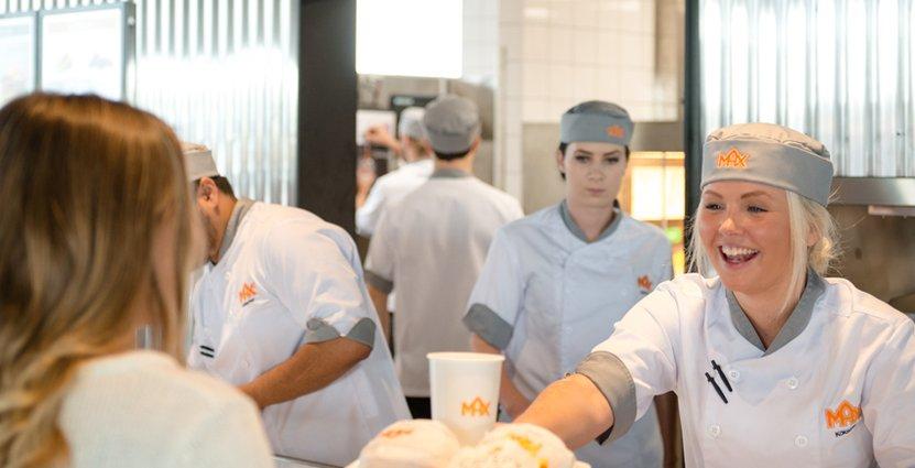 Ska rekrytera många. Tila Ivarsson på Max i Mora kommer att få 750 nya kollegor runtom i landet.
