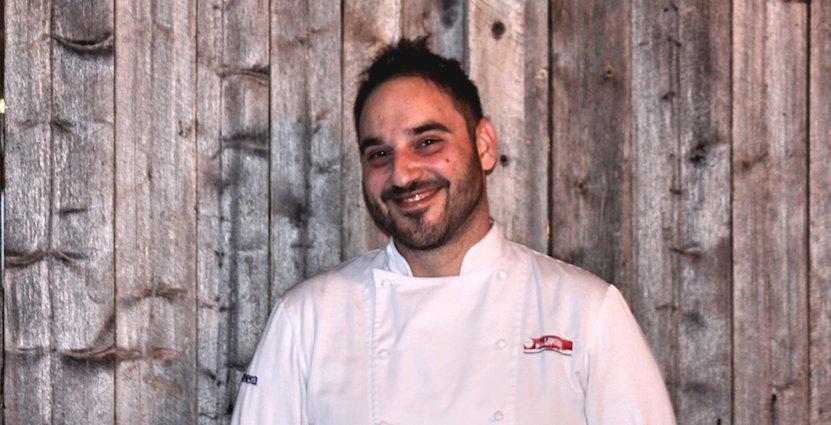 Georgios Stamatakis från Kreta hjälper Hotell Laponia att klara trycket under högsäsong.