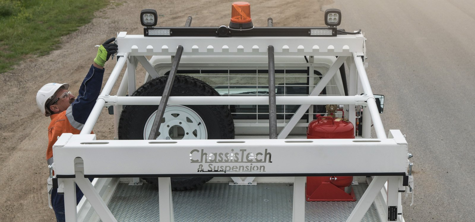 <p>The rods are double-clamped and strapped down to ensure secure transport.</p>