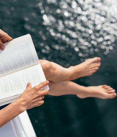 Redaktionens boktips: Det här läser och lyssnar vi på i augusti