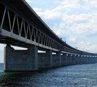 I ena änden av den här bron talar man bäst engelska i världen. Andra sidan kommer trea.