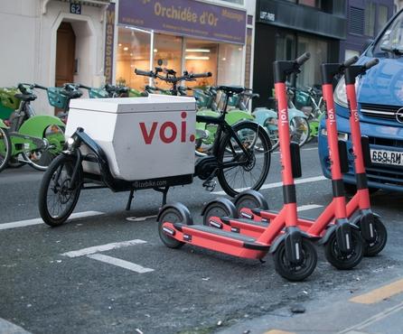 """Un rapport réalisé par Ernst & Young confirme que la """"Voiager 3"""" est le modèle de trottinettes le plus durable de Voi"""