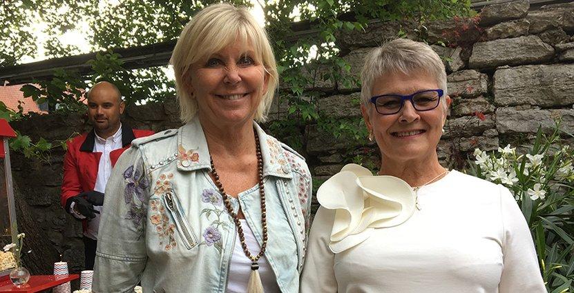 Välkomnade sina gäster i dörren. Visitas vd Eva Östling och ordförande Maud Olofsson.