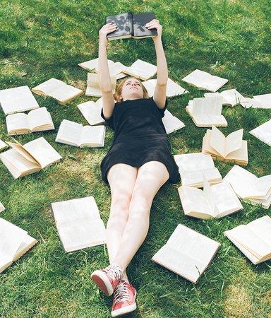 Redaktionens boktips: Det här läser och lyssnar vi på i juli