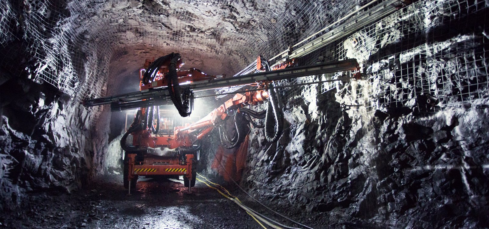 Goldcorp depends on Sandvik DD422iE electric jumbos to develop the access ramp.