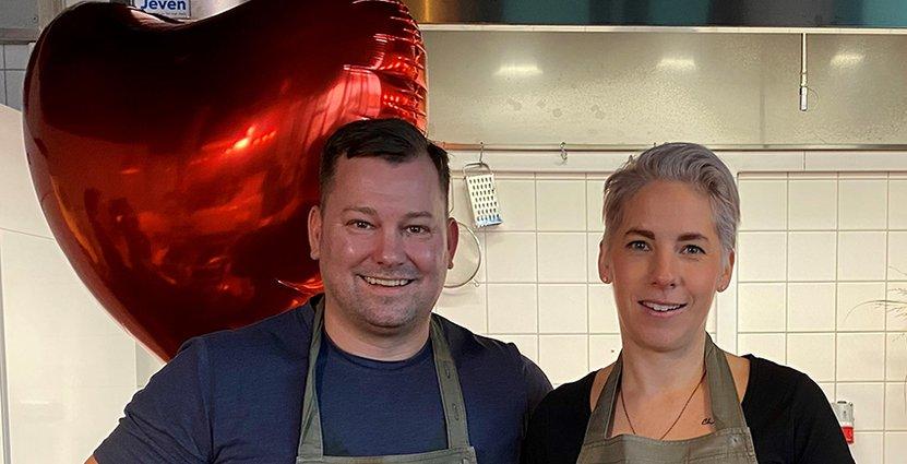 Daniel Pembert och Karin Chudzinska Vollmer fixar digitalt kärleksfirande. Foto: Ulrika Andersson