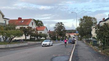 Cykelbana byggs på Kärralundsgatan