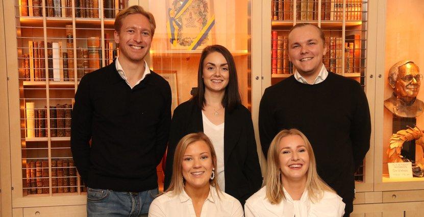Här är det svenska laget som ska tävla i EMCup i Nederländerna, från vänster: Christoffer Sörensson Wattrang, Louise Ahlroos, Folke Ununger, Linnea Björk och Hedda Aggebrant. Foto: Restaurang- och hotellhögskolan i Grythyttan.