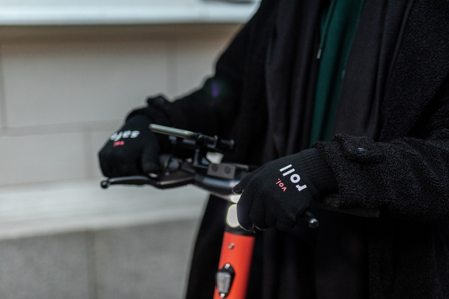 Ain't no sunshine: Top tips for riding Voi e-scooters in the dark