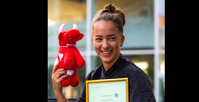 Hanna Lukowiesky är tacksam mot sin arbetsgivare<br />  Lilla Bjers över vinsten i Årets Ekokock.  Foto: Pressbild