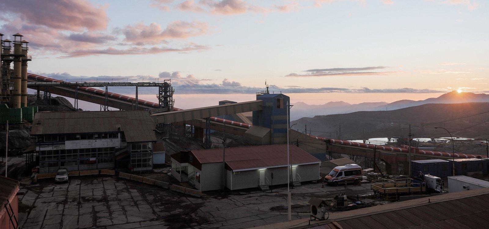 Vistas majestosas são abundantes na El Teniente, uma operação extensa a 2.400 metros acima do nível do mar, na cordilheira dos Andes.