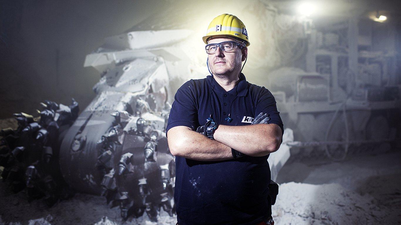 <p>Michael Kiesler, operador do minerador contínuo Sandvik MT520 na mina de potássio Zielitz, K+S KALI GmbH.</p>