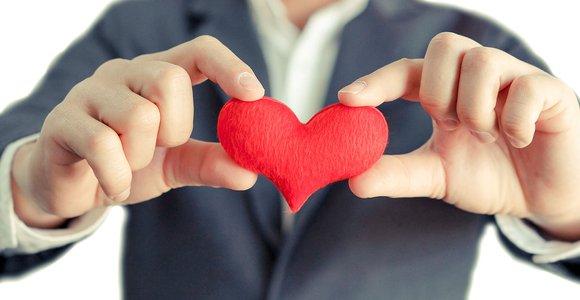Beröm utan baktanke är ett av de bästa sätten att skapa en avkopplad och konstruktiv relation till dina medmänniskor.