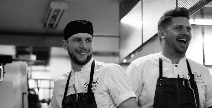 Joakim Johansson och Joakim Kjaerkner hoppas kunna skänka så mycket som möjligt till Barncancerfonden. Foto: Yngvar Ness.