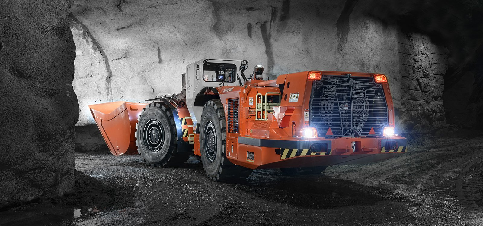 Sandvik LH621i is designed to quickly clear headings, ensuring rapid development.