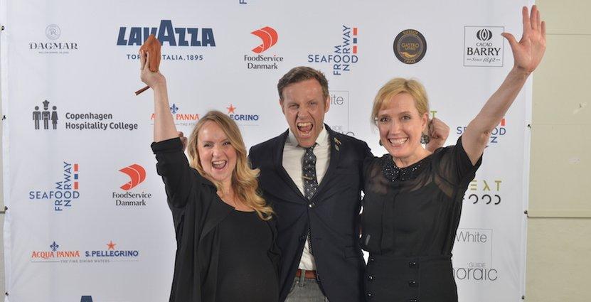 Glada vinnare. Geraniums grundare Søren Ledet (mitten) med fru Maria t.v, och Virginia Newton, pressansvarig.