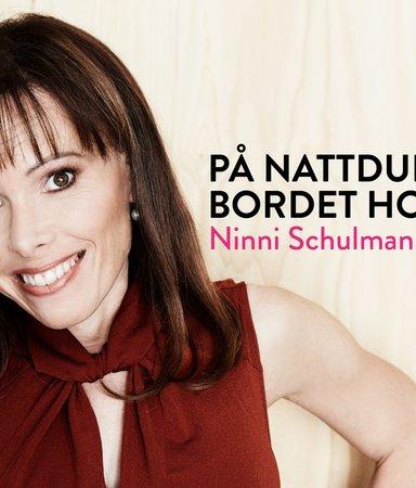 På nattduksbordet hos Ninni Schulman