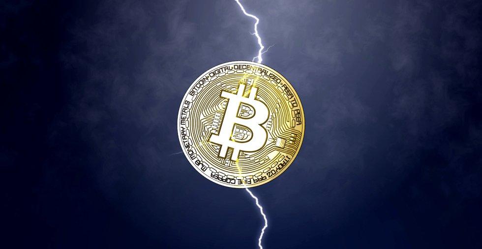 Bitcoinpriset nådde 12 000 dollar – sedan kom en plötslig jättekrasch