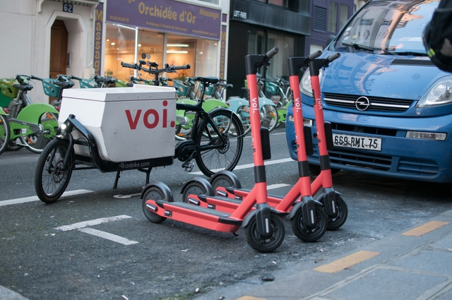 Swappable scooters in Paris