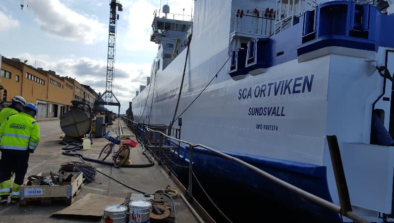 M/S ortviken byggdes 1996 och har fungerat fint. Men efter över tjugo år i drift var det dags att byta ut kontaktorerna till motorn som driver fartygets bogpropeller.