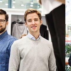 Julian, Theodor och Stephanie har gått traineeprogram på H&M.