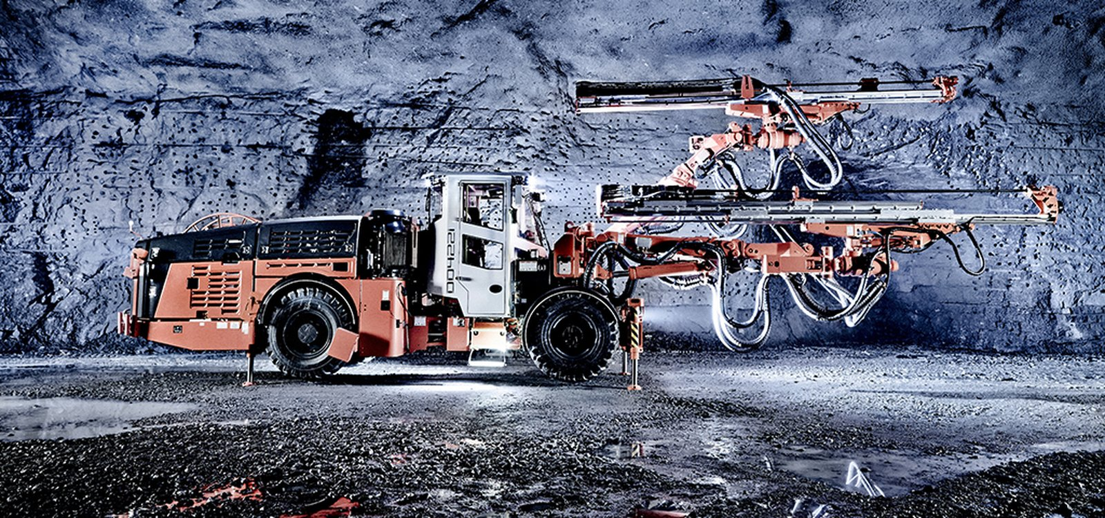 The Sandvik DD422i drill rig offers a wide range of new features to improve excavation of tunnels in hard rock mines.