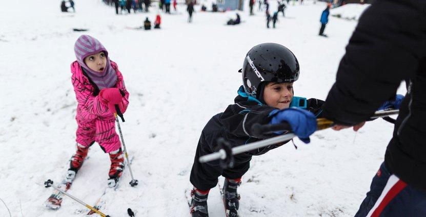 Nya på skidor är Gabriela och Edvardo, på besök i Sverige från Brasilien respektive Italien.