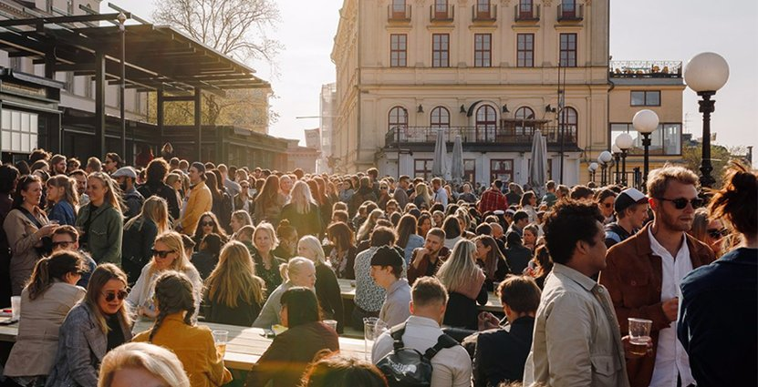 Södra Teaterns vd Samuel Laulajainen hoppas på<br />  bättre väder efter en kall maj månad.  Foto: Södra Teatern