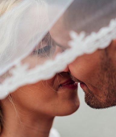 14 romantiska citat om kärlek att läsa på bröllop