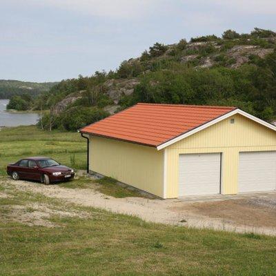 Garage vid sjö