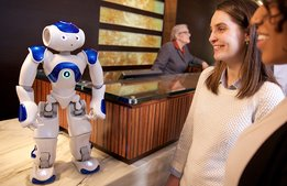 Hiltons nya receptionist – roboten Connie