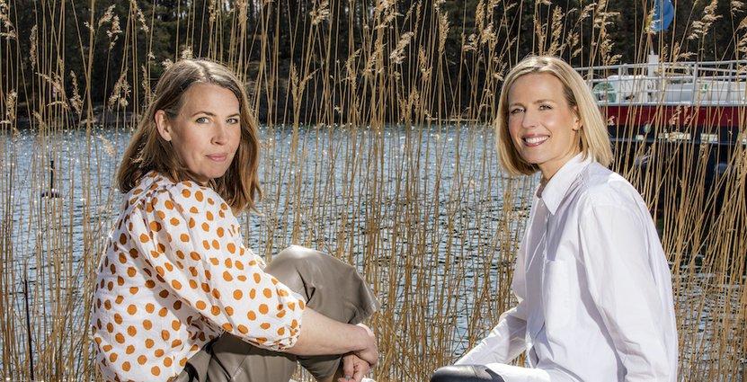 Systrarna Madeleine Brehmer och Caroline Cederblad slår upp portarna för det nyrenoverade Smådalarö Gård Hotell & Spa. Foto: Janne Danielsson