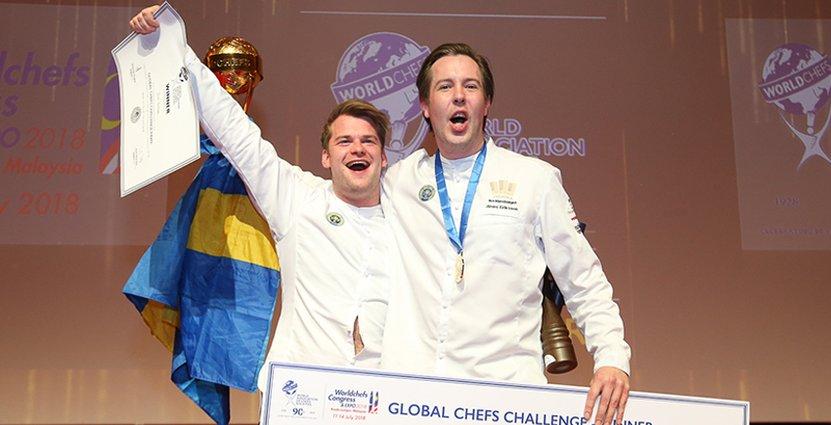 Guldmedaljörer! Commis André Edlund och lagkapten Jimmi Eriksson.  Foto: Global Chef's Challenge