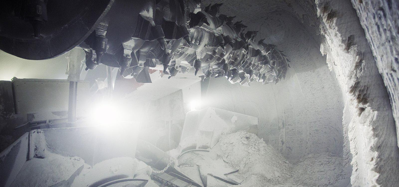 Para ajudar a garantir a produtividade na nova área de mineração Zielitz 2, a K+S investiu em um minerador contínuo Sandvik MB770.