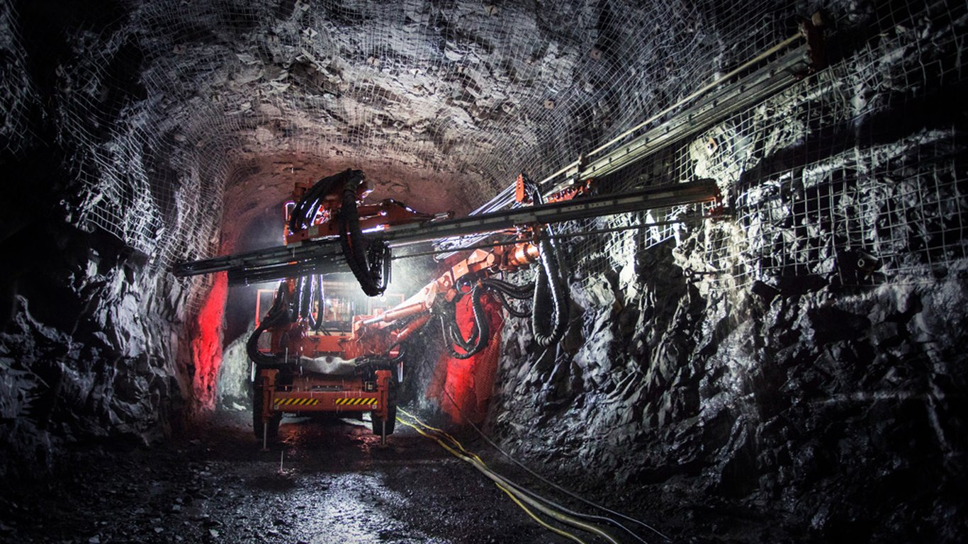<p>Sandvik Mining and Rock Technology offers a host of electric equipment, including Sandvik DD422iE development drill rig.</p>