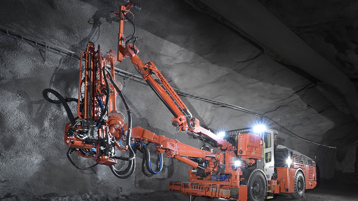 <p>Sandvik DS412iE's new boom control system and advanced boom manipulator mode help operators function more efficiently.</p>