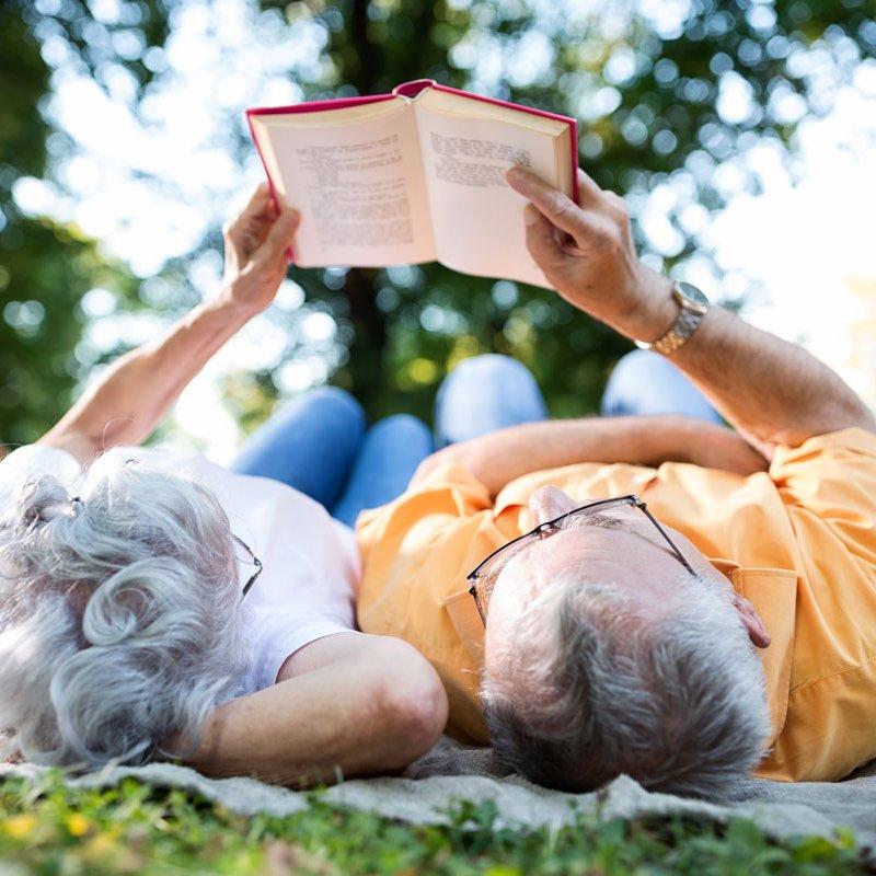 Glödhet läsning! Här är sommarens romance-måsten