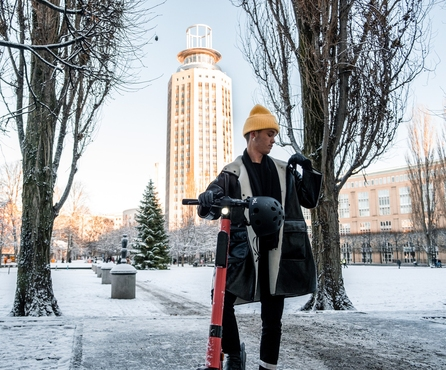 A guide to riding Voi e-scooters in the winter