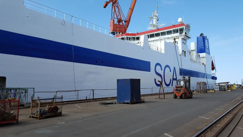 Pappersjätten SCA äger tre  fartyg. Ett av dem är roro-fartyget M/S SCA Ortviken som transporterar SCA:s produkter till England och kontinenten.