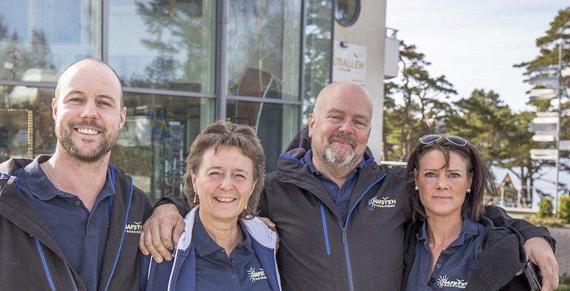 Ingela Grytfors och Kjell Karlsson på Hafsten Resort i Uddevalla har utsetts till årets campingföretagare. På bilden syns även deras barn: Martin och Madeleine.